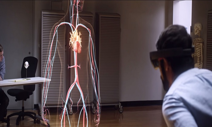 Medical Students to Drop Heavy Books and Adopt VR Human Anatomy